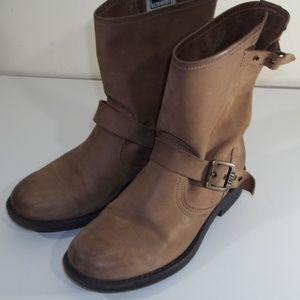 Frye Victoria tan boots sz 6 GUC